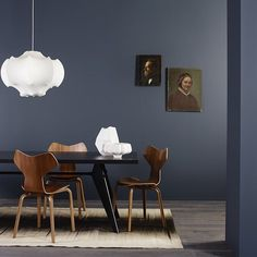 When the wood wakes up the dark walls - Dining Room