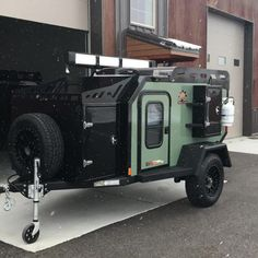 Here's an amazing green Expedition with a 270 Peregrine Awning! Off Grid Trailers, Small Camper Trailers, Off Road Camper Trailer, Trailer Build, Off Road Camping, Jeep Camping, Camping Hacks, Camping Glamping, Overland Truck