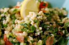 Tabbouleh - salata de bulgur cu patrunjel - Retete culinare by Teo's Kitchen Healthy Salad Recipes, Raw Food Recipes, Vegetarian Recipes, Romanian Food, Healthy Eating, Healthy Food, Risotto, Veggies, Tasty