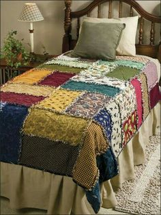 Bags and patchwork like this: Scrappy Rag Quilt - Quilt- as-you-go technique (Beginner level & fast to make with BIG squares) Colchas Country, Quilting Projects, Sewing Projects, Quilting Ideas, Quilt Inspiration, Sewing Crafts, Diy Crafts, Sewing Patterns, Rag Quilt Patterns