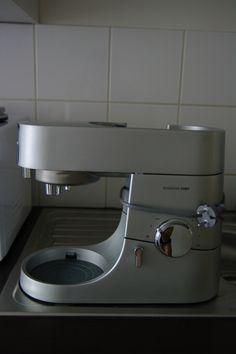 Robot Kenwood. Chef Titanium inox brossé KMY60 avec accessoires. Tout l'électroménager des particuliers est à louer sur www.placedelaloc.com !