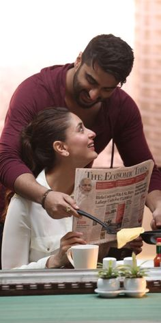 Kareena tracks the stock market, while Arjun cooks her breakfast! | News Patrollings