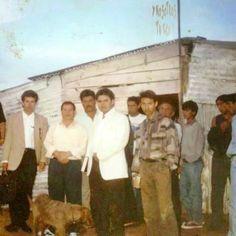 QUE ES EL AMOR A LAS ALMAS? Al principio de la obra de Badajoz cuando el Hno.Samuel mandó a 12 Obreros y se abrió la obra a ocho kilómetros de Badajoz, en Elvas Portugal. En la foto esta el Varón de Dios nuestro hno.Naason Joaquin Garcia, y los otros hnos.Dejaron de acudir y hace como 16 o 17 años que ya esas almas no sabíamos nada de ellos... En la visita de nuestro hno.Nason pregunto por los hnos .de Elvas Portugal y al decirles que esa obra desapa. Inmediatamente mandó a hnos. Ministros