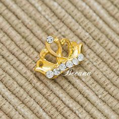 3d metal golden crown nail art for ladies  it is eco-friendly,harmless to human. it is made from alloy,diamond,which are imported .