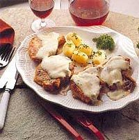 Cómo hacer Chuletas de cerdo con queso. Batimos el huevo y luego pasamos las chuletas por harina, por el huevo batido y por el pan rallado, en este orden. A continuación Cauliflower, Eggs, Favorite Recipes, Chicken, Meat, Vegetables, Cooking, Breakfast, Queso Cheddar