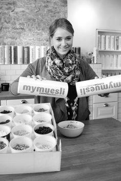 Anne (Product Manager) ist die Herrin über die Zutaten. Ihre Kreationen lieben wir alle. Anne (Product Manager) is the mistress of the ingredients. We all love her mixes.