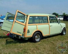 One for Mrs WWWMini up next, a Saturday Stunning Woody sitting on some cool Old'Skool Chrome Wellers! Awesome looking Mini.