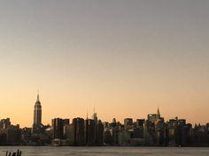 NYC COLUMN #15 小林晃子さんによる今月のニューヨークコラムは、私たちの馴染みの深いある食べ物のお話し。 今はニューヨークや、他の都市でも人気があって、日本から出店しているところも多く、 またニューヨークに受け入れられるようなメニューや内装なども必見! I ♡ RAMEN ニューヨークでの食事情。 やはり日本人だから日本食が恋しくなるわけで。 アメリカにいながら未だに三食日本食でも全然いい私ですが、 あまり自炊しない私は基本外食ばかりに。 こっちの人は日本食っていっても sushi しか知らないでしょ、 って思っていたけど、 意外と詳しい人が多くてびっくりするくらい。 うちの職場では一時期みんなポキ丼をランチに食べるのにはまってて、 ライスの上に自分が好きなお魚、サーモンやマグロを選んで、 そのあとに自分が好きなものをトッピングするいわゆる海鮮丼みたいなものなのだけど、 Tobiko(トビコ)と Masago(マサゴ)の違いを問われ、私が え? みたいな顔をしてると、 逆にアメリカ人が Masago の正体を教えてくれるということもあった ...