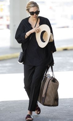 Elizabeth Olsen // Casual Chic Black-On-Black Airport Look. #style #fashion #celebrity #summer #sandals #hat