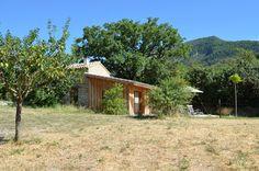 De 6 gîtes van La Roseraie Drôme, comfort, rust en stilte midden in een idyllisch kader in het hart van de drome provencale. Zwembad, groot terras voor een 4-sterren accommodatie