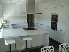 Arquitectura de formas simples influenciando el diseño en el interior del hogar