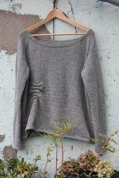 this is so doable on the knitting machine.  want. want. want.