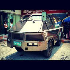 初めて見た時は驚いた #現金輸送車 #armored #car #philippines #フィリピン