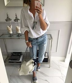 fashionable casual outfit shirt + rips + bag 29 Amazing Street Style Looks To Copy Now – fashionable casual outfit shirt + rips + bag Source Mode Outfits, Chic Outfits, Pretty Outfits, Fashion Outfits, Womens Fashion, Girly Outfits, Fashion 2018, Fashion News, Casual Street Style
