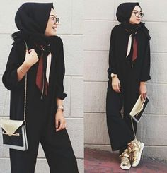 Arabic Style: The easy way to sporty elegance and comfort With Sneaker shoes, the new . Fashion Arabic Style Illustration Description The easy way to sporty elegance and comfort The new season 2017 hijab combinations with Sneaker shoes. Hijab Casual, Hijab Chic, Islamic Fashion, Muslim Fashion, Modest Fashion, Fashion Outfits, Hijab Elegante, Hijab Stile, Hijab Trends