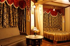 Snow King Retreat is Budget ,Luxury And Cheap Resort In Kufri (Shimla) Located close to the Great Himalayan Nature Park and offers facilities like internet, conference hall, multi-cuisine restaurant , spacious convention hall with attractive rates and discounts. #Hotel #Resorts #Shimla #Kufri #HimachalPardesh #Cheap
