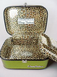 What a train case! This would be helpful. Animal Print Fashion, Animal Prints, Leopard Makeup, Vintage Classics, Train Case, Makeup Case, My Favorite Color, Purses And Handbags, Girly Things