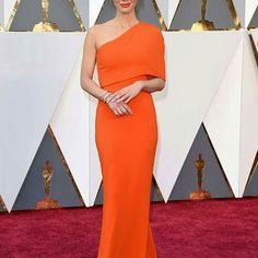 Orange is the new black.. #Oliviamunn was Definitely one of our fave  from the Oscars.. Simple and classy.. #fashion #style #glam #stylish #instalike #instagood #styleblogger #fblogger #ameriesblog #Emmanuelsblog Emmanuelsblog.com