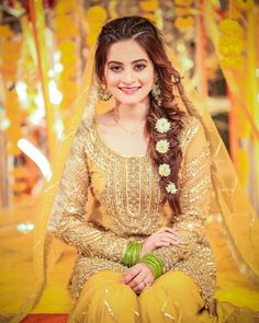 Image may contain: 1 person Pakistani Mehndi Dress, Bridal Mehndi Dresses, Pakistani Dresses Casual, Pakistani Wedding Outfits, Bridal Dress Design, Wedding Dresses For Girls, Bridal Outfits, Pakistani Bridal Hairstyles, Pakistani Bridal Makeup
