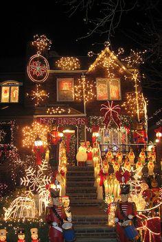 Christmas light displays in Dyker Heights, Brooklyn, New York City New York Christmas, Christmas Scenes, Noel Christmas, Winter Christmas, Vintage Christmas, Spode Christmas, Christmas Wonderland, Winter Wonderland, Holiday Lights