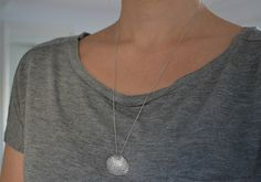 Shell Necklace Silver Seashell Necklace Clam Shell door Discoluxe