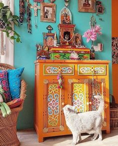 Boho decor inspiration - Bohemian styles, home decorations, outdoor patios all with lots of color, fabrics and a touch of vintage. Bohemian Furniture, Bohemian Interior, Bohemian Design, Bohemian Style, Bohemian House, Hippie House, Design Room, Design Design, Design Concepts