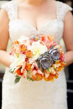 Fall is not far, and many couples are getting ready for their amazing autumn celebrations. What I love about autumn weddings is the rich color palette: burgundy, orange, hot red, green, chocolate brown and gold, and these colors are great...