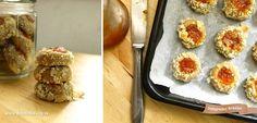 U našoj teglici za kolačiće danas su ušuškani integralni keksići sa džemom. Volimo ih jer danima zadržavaju svežinu i mekoću. Kajsija je naš izbor, a