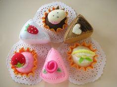 Cakes and Tarts Felt Food Sewing Pattern PDF by julyhobby on Etsy Felt Diy, Handmade Felt, Felt Crafts, Food Patterns, Sewing Patterns, Happy Fruit, Felt Cake, Felt Cupcakes, Pretty Cupcakes