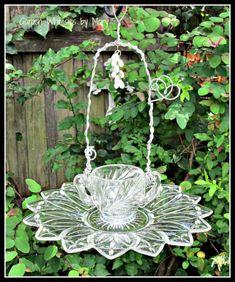 Best Glass Totems Garden Art Ideas For Beautiful Garden 5100 Pictures 104 Flower Plates, Glass Flowers, Glass Birds, Flowers Garden, Garden Totems, Glass Garden Art, Glass Art, Garden Sculpture, Garden Crafts