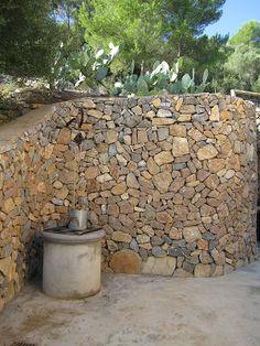 Casa en el campo. Rustic house in the countryside in Manacor, Mallorca by Galmés i Mansergas arquitectes.