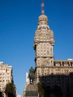 Buildings in a City, Salvo Palace, Plaza Independencia, Montevideo, Uruguay Lámina fotográfica