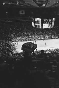 Madison Square Garden - Knicks  #basketball #NBA #fan #knicks Visual Aesthetics, Pro Basketball, Madison Square Garden, Wnba, New York Knicks, Mecca, Sports, Pictures, Photography
