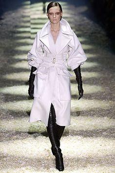 Gucci Fall 2003 Ready-to-Wear Fashion Show - Tiiu Kuik, Tom Ford