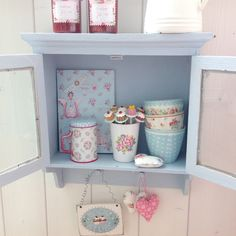 Pünktchenglück Pastel Decor, Pastel Kitchen Decor, Cottage Shabby Chic, Shabby Chic Kitchen, Shabby Chic Style, Shabby Chic Romantique, Cozinha Shabby Chic, Cath Kidston, Shabby Vintage