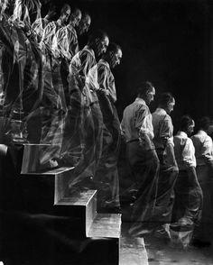 Marcel Duchamp descending a staircase - Eliot Elisofon, New York, 1952