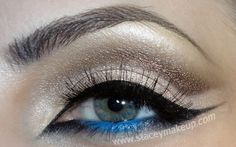 I'm gonna try this! Eyeliner Shapes, Blue Eyeliner, Blue Eyeshadow, How To Do Eyeliner, Top Eyeliner, Cut Crease Eye, Glamour Beauty, Glamour Makeup, Blue Makeup