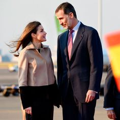 King Felipe VI and Queen Letizia of Spain kicked off their four-day state visit to Tokyo, Japan on April 4. The monarchs stole a quiet moment together gazing into each other's eyes upon their arrival to Haneda Airport.<br><p>Photo: TORU YAMANAKA/AFP/Getty Images