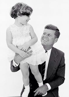 Caroline Kennedy & John F. Kennedy, photographed by Richard Avedon, 1960. ❤✾❤✾❤❁❤❃❤