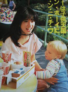 中森明菜 Aesthetic Japan, Japanese Aesthetic, Retro Aesthetic, Japan Fashion, 80s Fashion, Street Style Magazine, Pretty Photos, Japan Girl, Japanese Street Fashion