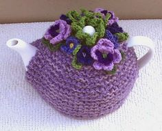 Groovy Textiles: Knitted tea cosy with gorgeous crochet pansies. Looks simple enough, I just need to find the pansy pattern. Tea Cosy Knitting Pattern, Tea Cosy Pattern, Knitting Patterns, Crochet Patterns, Form Crochet, Scarf Patterns, Knitting Projects, Crochet Projects, Knitted Tea Cosies