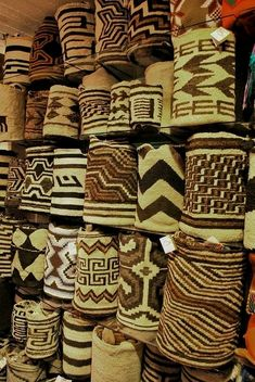Truly Pieces of art! Colombian sheep wool bags handwoven by Arhuac Indigenous from La Sierra Nevada de Santa Marta - COLOMBIA Basket Weaving, Hand Weaving, Colombian Culture, Colombian Art, Mochila Crochet, Colombia Travel, Textiles, Tapestry Crochet, Tapestry Bag