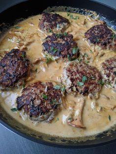 köttfärsbiffar med kantarellsås