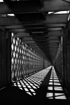 Pin by Rosie on Aesthetic Aesthetic Light, Gray Aesthetic, Night Aesthetic, Black And White Aesthetic, Light And Shadow Photography, Dark Photography, Black And White Photography, Street Photography, Shadow Architecture