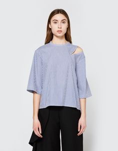 Lightweight shirt from Toit Volant in Blue-and-White stripe. Crew Neckline. Back button closure. Cutout at left shoulder. Three-quarter sleeves. Stepped shirt hem. Casual fit.    • Poplin  • 35% cotton, 65% polyester  • Machine wash warm, tumble dry low