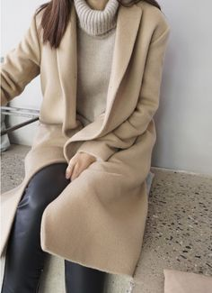 Classic camel coat with a camel cashmere turtleneck sweater | Winter Fashion | Winter Outfit Ideas