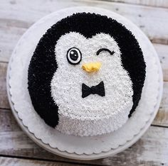 A Cute, Adorable and Lovable Penguin Cake – Food Recipes Pretty Cakes, Cute Cakes, Beautiful Cakes, Penguin Birthday, Penguin Party, Birthday Cake, Penguin Cupcakes, Rodjendanske Torte, Penguins