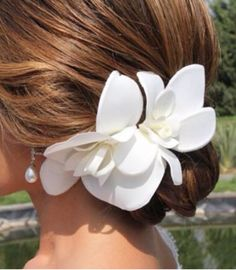 Tocado de novia con flores