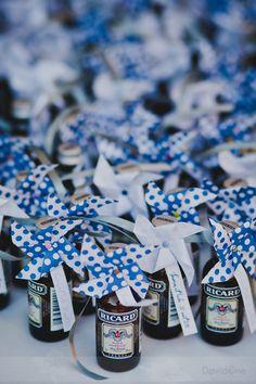 Cadeau pour un mariage bleu made in Marseille-  Ricard, Pastis de Marseille! A remplacer par de la bière ds le nord ac étiquettes perso