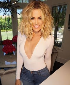 Khloe Kardashian tells herself to & down the fork& in latest body pos. - Hair and beauty - Khloe Kardashian Hair Short, Kardashian Hairstyles, Kourtney Kardashian, Khloe Kardashian Hair Tutorial, Celebrity Hairstyles, Khloe Hair, Kardashian Workout, Kardashian Fashion, Hair Colors